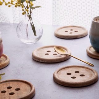 New In 💃🎉 Quirky and unique button wood coaster. These solid wood oak drink coasters make a great addition to any home or a lovely gift. Tap image to order #homeaccessories #gifts #coasters #kalaful_decor #onlineshoppingkenya #shopping #kenya #homedecorkenya #nairboikenya